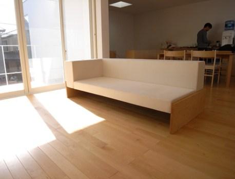 特注家具 の搬入。シンプルで温かみのあるリビング家具です
