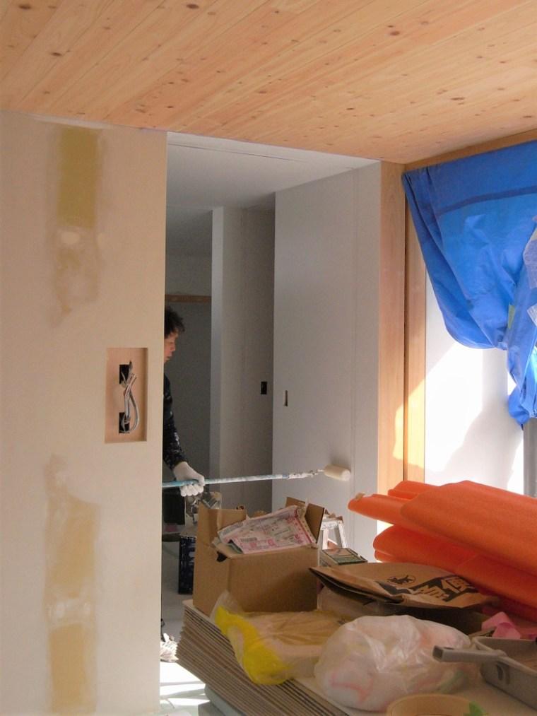 リビングと廊下の塗装作業