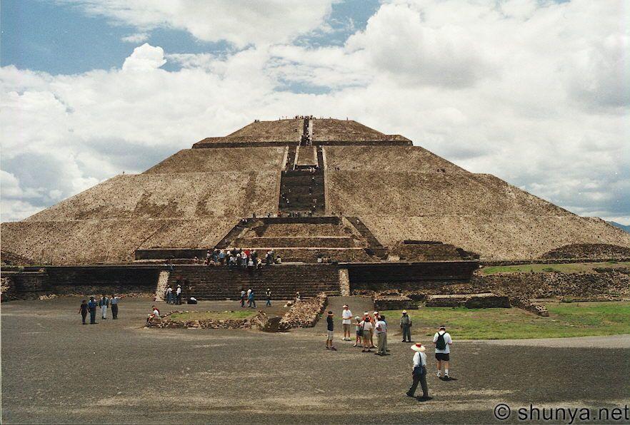 https://i2.wp.com/www.shunya.net/Pictures/Mexico/mexico02/Teotihuacan/PyramidSun.jpg