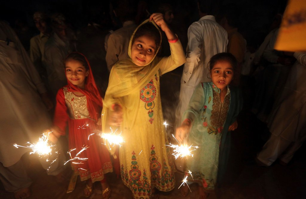 Children from the Pakistani Hindu Community