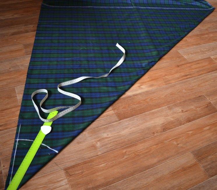 Раскладка ткани для выкройки юбки по косой