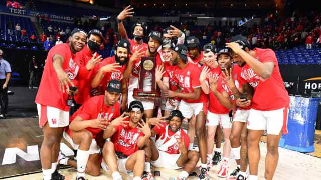 Houston poses for a team photo with the Midwest Region trophy