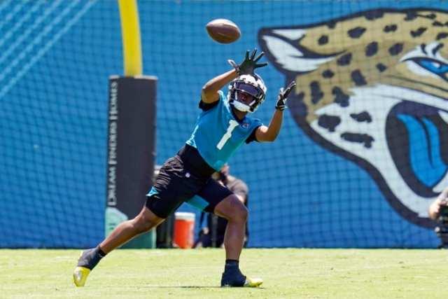 travis-etienne-jaguars-wide-receiver