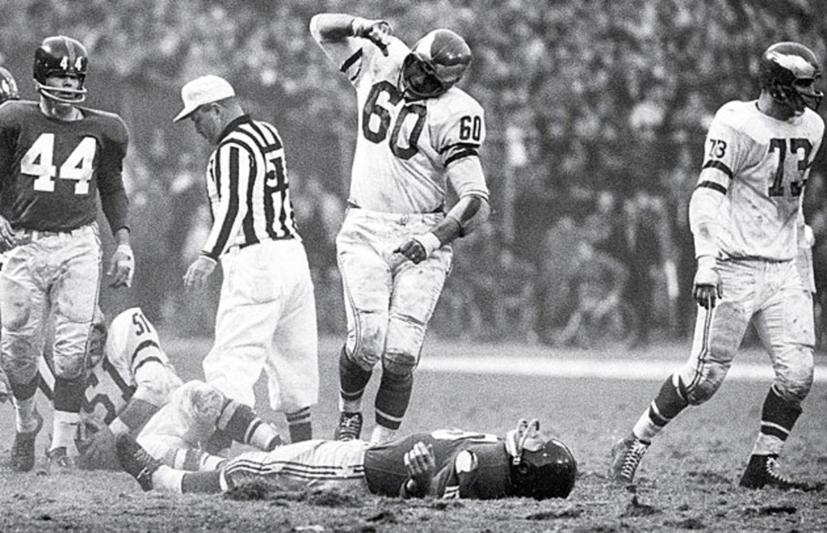 SI Vault: Eagles star Chuck Bednarik was the NFL's last great two-way  player - Sports Illustrated