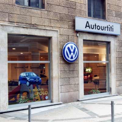Vetrine Concessionaria Autourtiti Genova