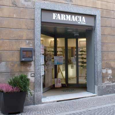 Ingresso automatico farmacia Zerba Tortona