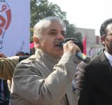 Shahbaz Sharif distribute Solar Home Systems in Bahawalpur (17)