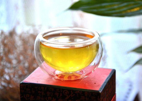 Kabusecha Haru Green Tea: bright jade-green cup