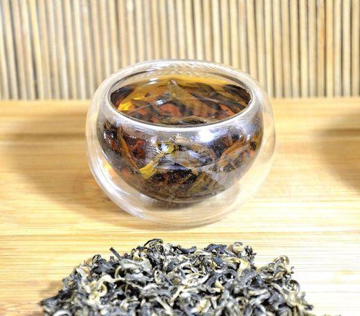 ncient Snow Shan Black Tea from Ha Giang, Vietnam - crystal clear red-brown tea liquor color