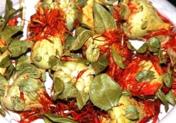 Safflor / Färberdistel aus Thailand: ganze Knollen mit Blütenblättchen
