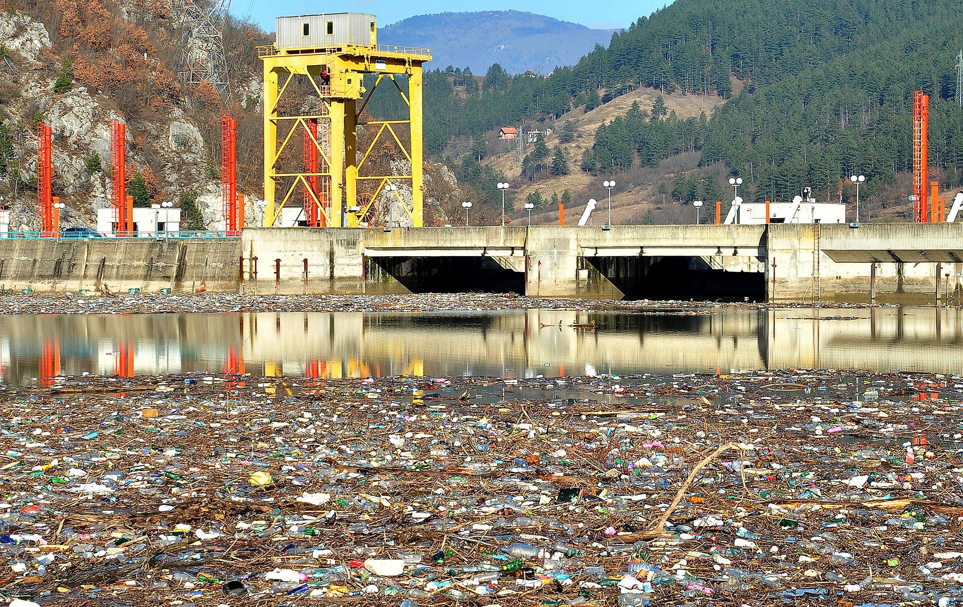 C'è un fiume di rifiuti che attraversa i Balcani