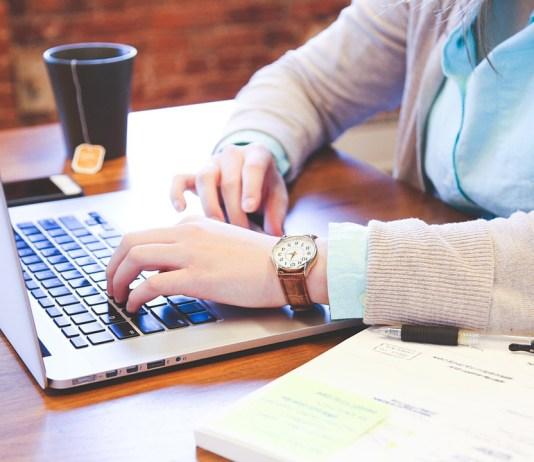 Cari Kerja Sampingan Di Rumah ? Coba Profesi Asisten Virtual Di Era Internet
