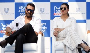 """Indian Bollywood actors Ajay Devgn with his wife Kajol Devgn attend the launch of the environmental campaign """"Start a little Good"""" during the """"Plastic Banega Fantastic"""" event, in Mumbai on January 19, 2019. (Photo by Sujit Jaiswal / AFP)"""