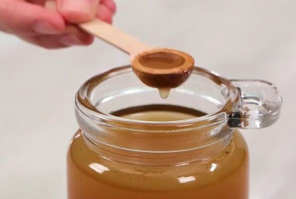 Pergatitni shurupin cudi-beres i cili ju shkrin dhjamin. vaj kokosi kanelle mjalte