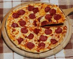 Pice me suxhuk pikante. E shijshme dhe e shendetshme. djathe pice salce