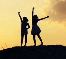 Si te bejme te lumtur miqte tane me te mire. Sugjerime psikologjike