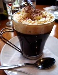 Te pish kafe Irlandeze ne shtepi. Ja si te pergatitet .