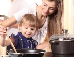 Sekretet e nenave te suksesshme Si i bindin femijet te hane te gjitha vaktet