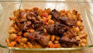 Tave me mish vici dhe fasule kokerrmadhe (pllaqi). Receta gatimi. vaj ulliri