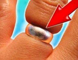 Si te nxirrni nga gishti unazen qe ju ka ngecur.