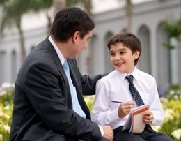 Cfare duhet te beje cdo baba, qe te rrise nje djale te edukuar.1