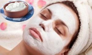 Maske natyrale per te larguar aknet dhe njollat nga fytyra.