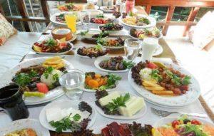 Ushqimet qe ju sugjerojme te hani per iftar dhe syfar.