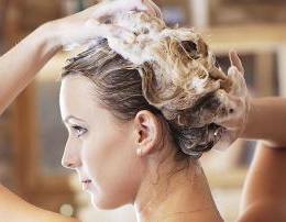 Sa shpesh duhet ti lani floket sidomos tani ne vere? Keshilla estetike