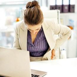 Dhimbja e shpines gjate orarit te punes, si ta menjanoni kete rrisk.