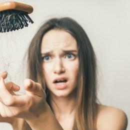 Cfare duhet te beni qe te menjanoni renjen e flokeve gjate vjeshtes.