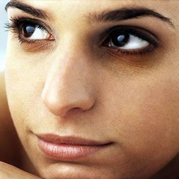 Maske natyrale qe ju ndihmon te zhdukni rrathet e zinj poshte syve. Bukuri