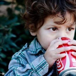 Cfare i ben pijet e gazuara te demshme per shendetin e femijeve.