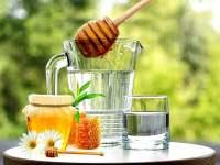 Si reagon organizmi nese pini nje gote uje me mjalte per mengjes.