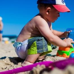 Per nenat! Keshilla per te shmangur rreziqet e femijeve te vegjel ne plazh