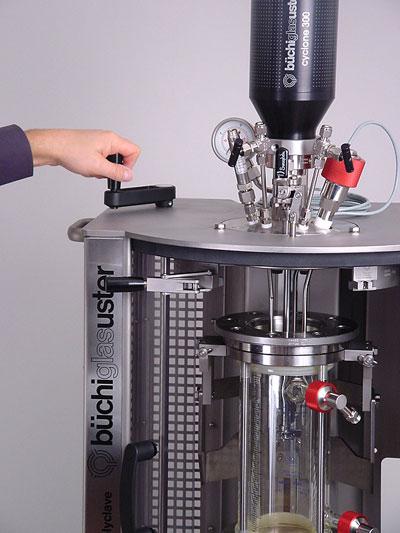 sistema reactor a presion polyclave marca buchiglasuster sica medicion