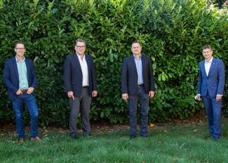 Stephan Schmidt (2.v.l.), Geschäftsführer des FVSB und der FVSB-Vorsitzende Karl Kristian Woelm (3.v.l.), zusammen mit dem Leiter der ARGE-WG BIM Dr. Kai Oberste-Ufer (1.v.l.), und dem neuen ARGE-Vorstandsmitglied Martin Graé (4.v.l.), zusammen bei der