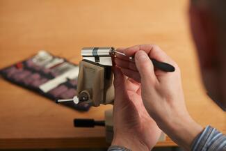 Die Werkzeuge des Lockpickers ähneln für den Laien denen eines Zahnarztes.