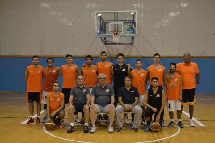 Coach Anselmo con l'Amatori Basket Messina