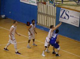 Buono (Gruppo Zenith Messina) difende su Provenzano (Alcamo)