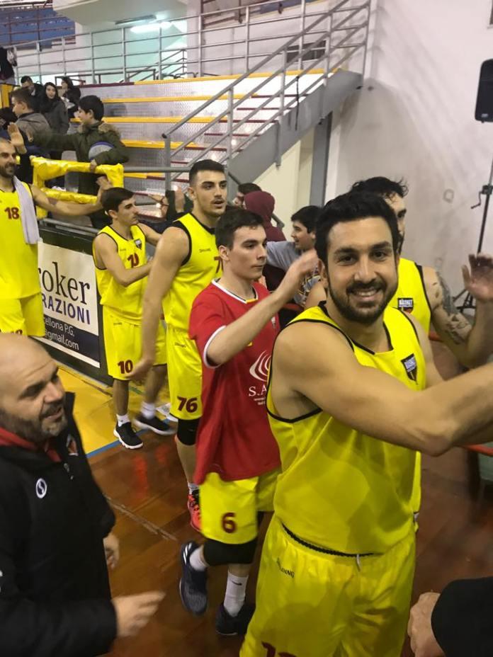 Barcellona-festeggia-la-vittoria-con-Catanzaro