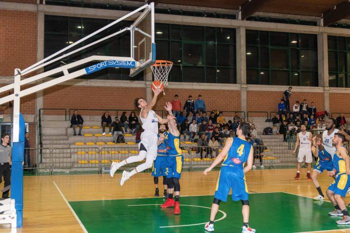 Angelo Luzza in azione contro Giarre (Foto di Gabriele Mazzullo)