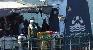 Immigrato con Covid tra quelli a bordo della Sea Watch, ora è ricoverato a Caltanissetta