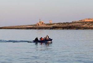 Proseguono gli sbarchi di migranti a Lampedusa. Controlli e trasferimenti