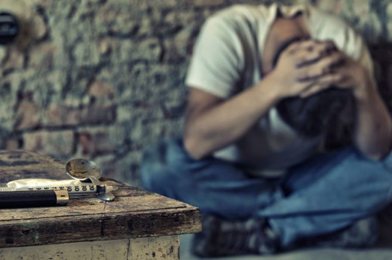 Le Istituzioni nascondono l'emergenza droga. Intervista a Leopoldo Grosso del Gruppo Abele