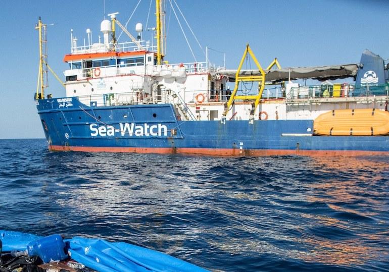 """Sea Watch forza il blocco: """"Entriamo a Lampedusa"""""""