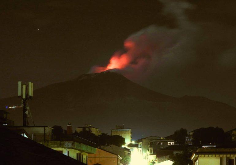 """Etna, attività dal cratere di Nord-Est. Il vulcanologo Boris Behncke: """"a renderlo un vulcano così speciale sono proprio i misteri"""""""