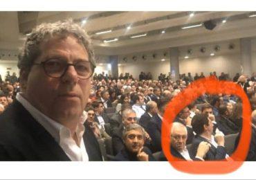 Il sindaco di Adrano disserta il consiglio sul randagismo ma si presenta all'evento con Forza Italia