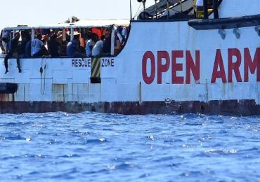 Migranti: riportati su Open Arms i 76 che erano in mare