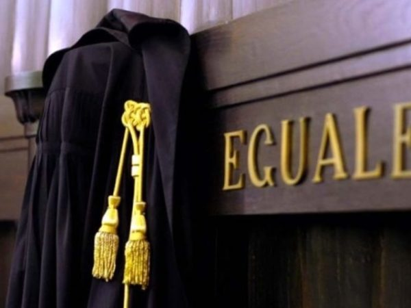Gli avvocati chiedono di poter esercitare per la giustizia in sicurezza
