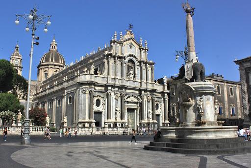 Catania, per Sant'Agata divieto di stazionamento in piazza Duomo